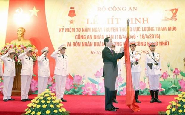 国家主席陈大光出席越南人民公安参谋力量传统日70周年纪念典礼 hinh anh 1
