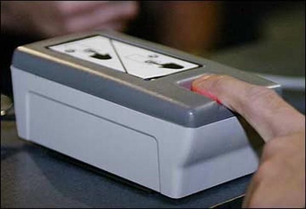 4月20日起所有出入境新加坡旅客均需指纹通关 hinh anh 1