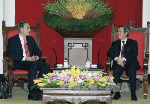 越共中央经济部部长阮文平会见国际货币基金组织代表团 hinh anh 1