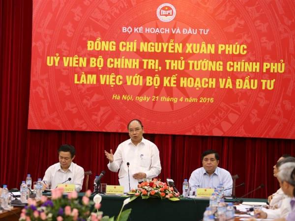 阮春福总理来到计划与投资部调研座谈 hinh anh 1