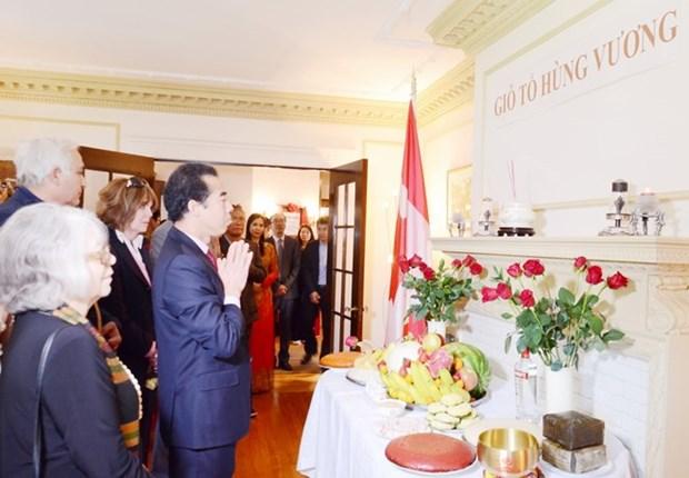 旅居加拿大越南人举行敬香活动 纪念雄王忌日 hinh anh 1
