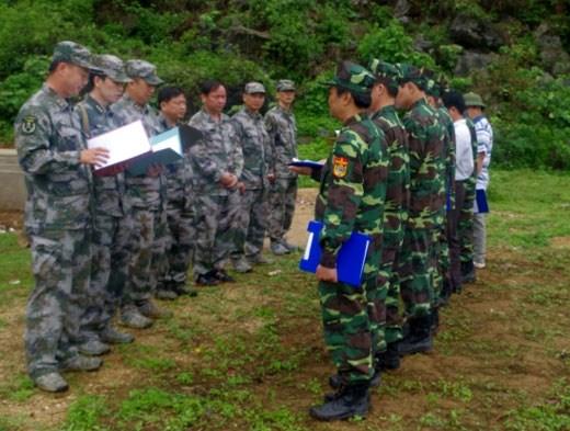 谭水边防屯与中国龙州地区边防部队会谈会晤站举行会谈 hinh anh 1
