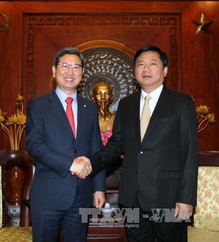 胡志明市领导会见来访的韩越友好议员协会主席 hinh anh 1