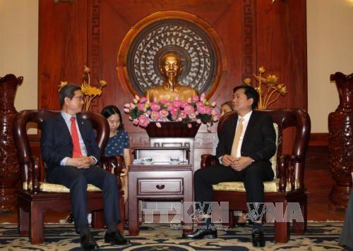 胡志明市领导会见来访的韩越友好议员协会主席 hinh anh 2