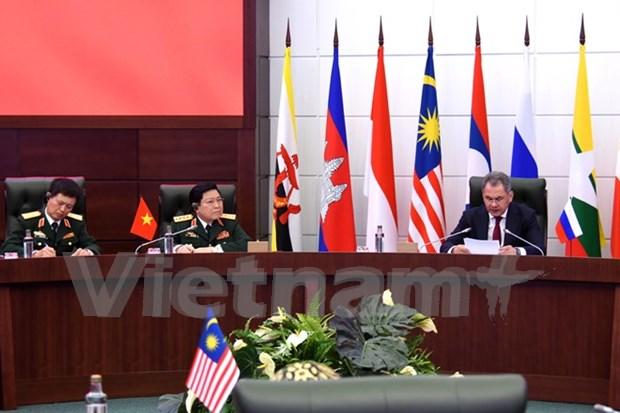 国防部长吴春历:越南愿通过双边和多边合作渠道加强同俄罗斯的合作关系 hinh anh 1