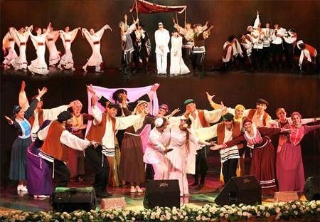 以色列献艺的Halleluya舞团的节目亮相2016年顺化文化节开幕式 hinh anh 1