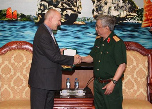 越南国防部部长吴春历将出席第十五届香格里拉对话会 hinh anh 1