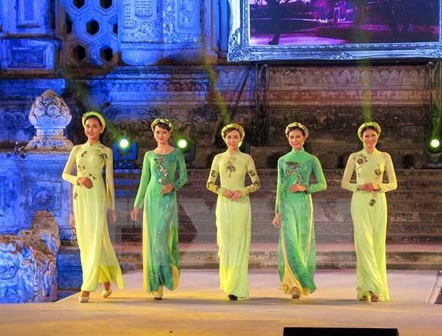"""""""传奇诞生地""""的顺化长衣文化节聚集越南传统文化的精髓 hinh anh 1"""