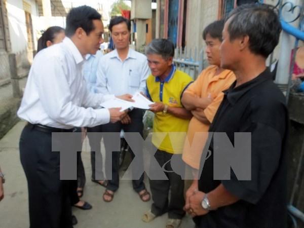 越南向受大批鱼死亡事件影响的居民发放大米 hinh anh 2