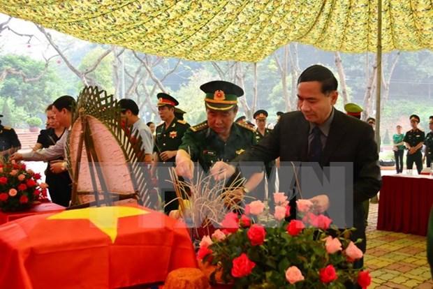 老挝万象市向越方移交在老牺牲的越南志愿军和专家遗骸 hinh anh 1