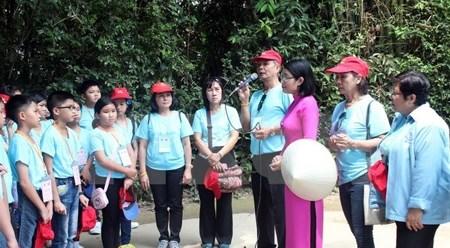 旅居泰国越南老师与学生代表团探访胡伯伯故乡 hinh anh 1