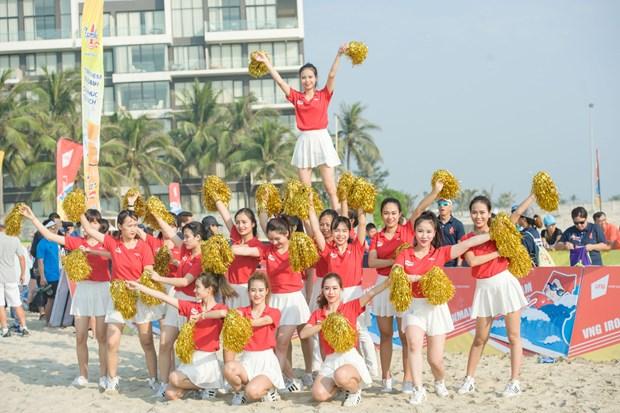 越捷航空公司举行多项活动欢迎越南2016年第二次铁人三项比赛 hinh anh 1