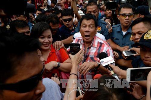 菲总统选举:前内政部长罗哈斯承认败选 hinh anh 1
