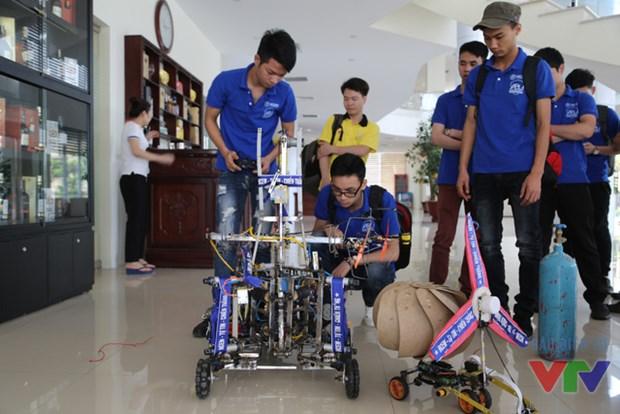 2016年越南全国大学生机器人大赛决赛在宁平省开赛 hinh anh 1
