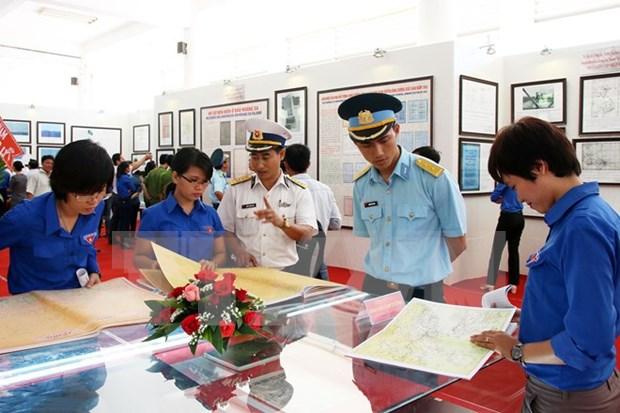 """""""黄沙群岛和长沙群岛归属越南:历史证据和法律依据""""地图资料展在芒碑举行 hinh anh 1"""