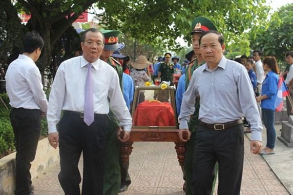 广平省举行在老挝牺牲的烈士遗骸悼念安葬仪式 hinh anh 1