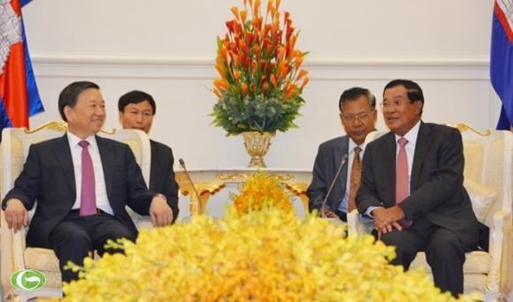 越南公安部长苏林礼节性拜会柬埔寨首相洪森 hinh anh 1