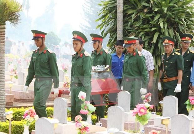牺牲老挝的越南烈士遗骸安葬仪式在承天顺化举行 hinh anh 1