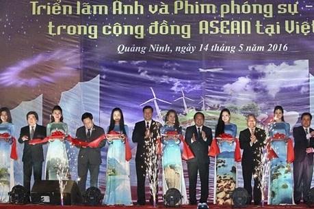 广宁省举行东盟共同体图片展暨纪录片展播 hinh anh 1