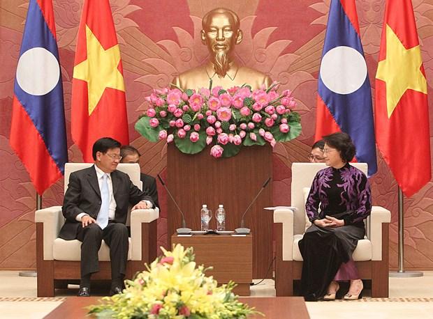 国会主席阮氏金银会见老挝总理通伦 hinh anh 1