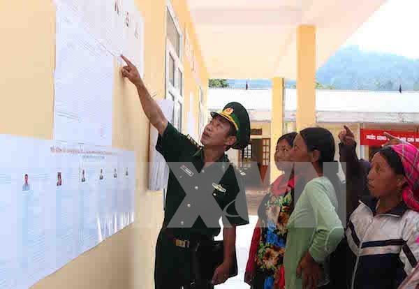 越南西北边境地区提前一周举行换届选举 hinh anh 1