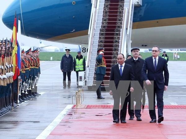 越南政府总理阮春福抵达莫斯科开始对俄罗斯进行正式访问 hinh anh 1