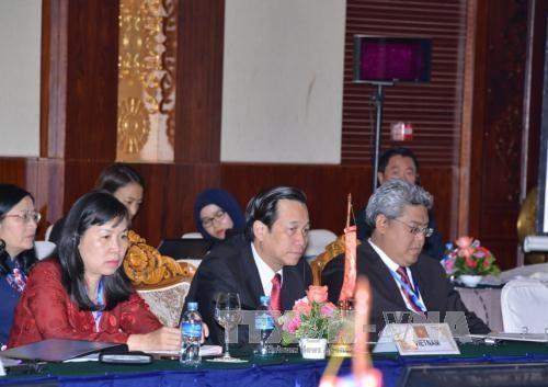 第九届东盟与中日韩三国劳工部长级会议在老挝万象举行 hinh anh 1