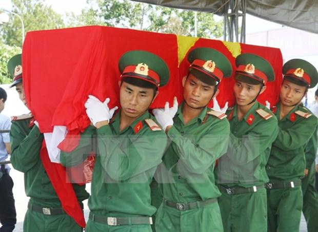 宜安省举行越南志愿军及专家的烈士遗骸举行追掉安葬仪式 hinh anh 1
