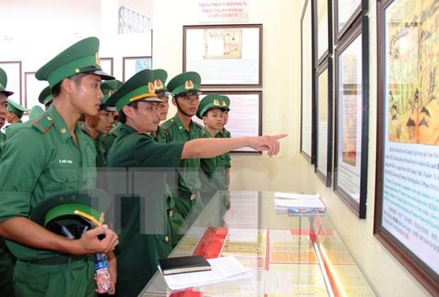 """""""黄沙与长沙归属越南:历史证据和法律依据""""资料图片展在西宁省举行 hinh anh 1"""