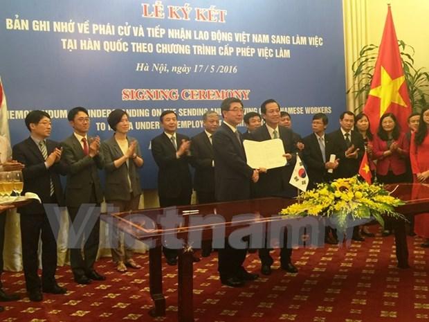 越韩重新签署接受越南劳动者的常规备忘录 hinh anh 1