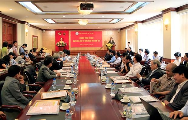 越南河内国家大学向10项科技工程颁发奖励 hinh anh 1