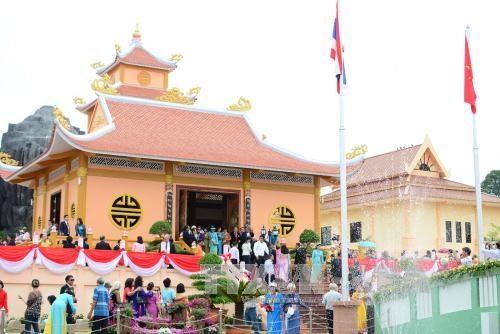 越南驻各国大使馆纷纷举行胡志明主席诞辰126周年纪念活动 hinh anh 1