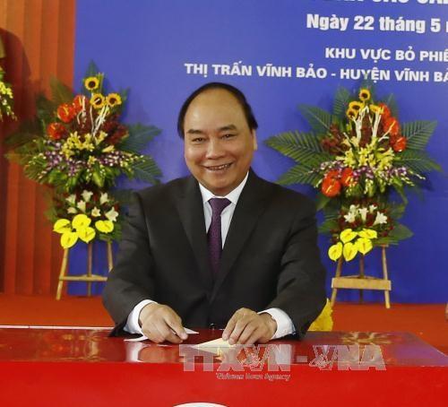 越南党、国家领导人参加投票 行使自己的民主权利 hinh anh 4