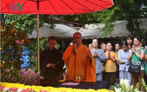 旅居老挝的越侨关注国会代表选举 hinh anh 1