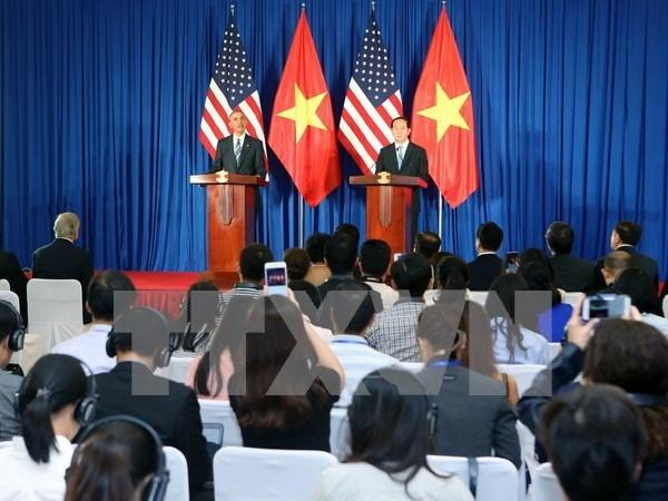 越南国家主席陈大光与美国总统奥巴马举行联合记者会 hinh anh 1