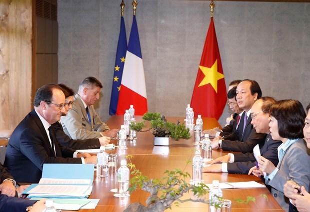 越南政府总理阮春福七国集团峰会期间与各国元首举行双边会晤 hinh anh 2