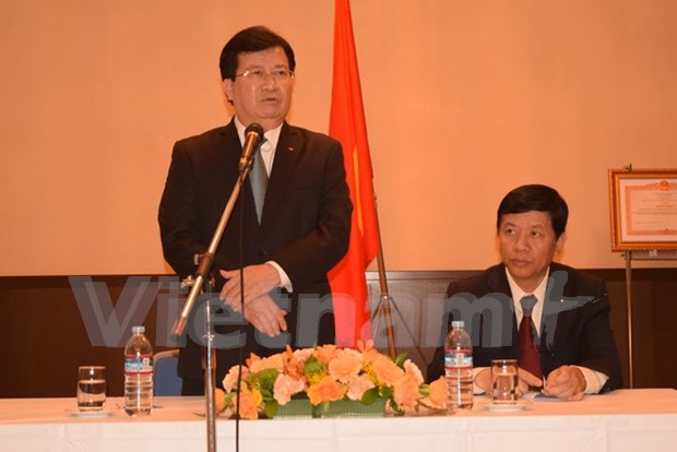 越南政府副总理郑廷勇探访越南驻日本大使馆 hinh anh 1