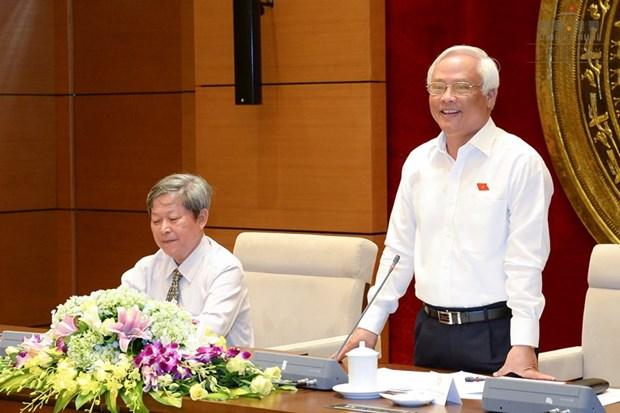 越南国会副主席汪周刘会见富安省历代国会代表团 hinh anh 1