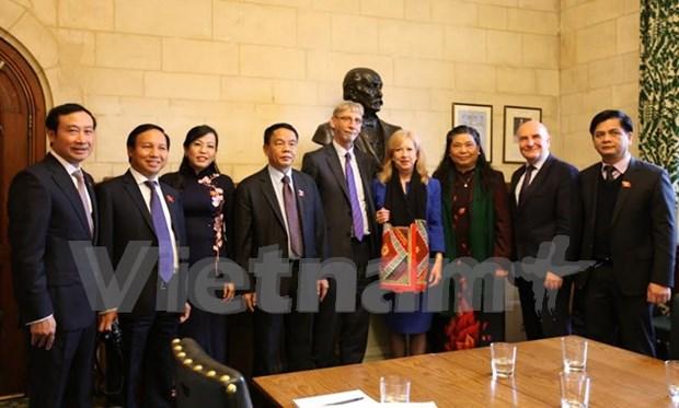 越南与英国加强议会合作 hinh anh 1
