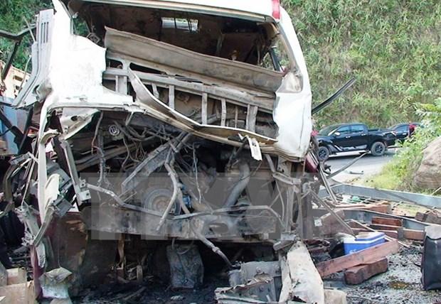 老挝一辆载有越南人客车爆炸:越老双方配合开展善后处理工作 hinh anh 1