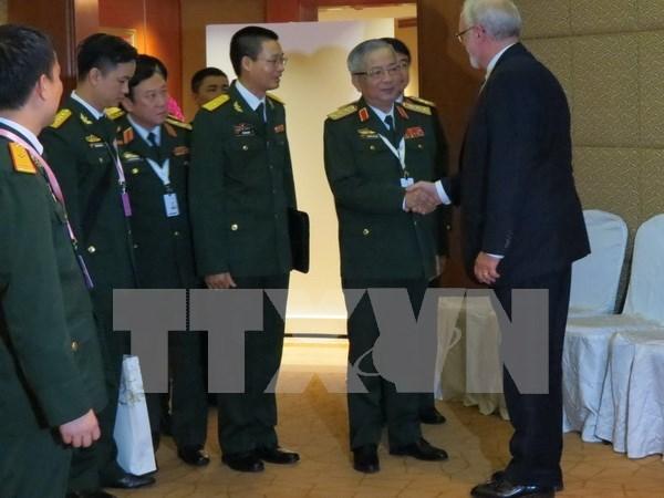 第15届香格里拉对话会:越南为促进地区安全积极展开双边对话 hinh anh 1