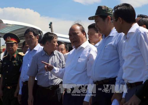阮春福总理视察沉船事故现场 指示尽最大努力搜救 hinh anh 1