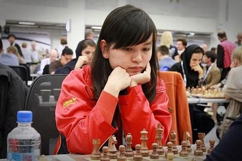 国际象棋超快棋亚锦赛:越南棋手阮氏枚兴摘金 hinh anh 1