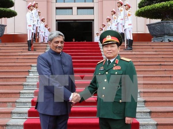 越南国防部长吴春历与印度国防部长马诺哈尔•帕里卡尔举行会谈 hinh anh 1
