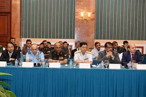 越印国防工业企业见面交流会在河内举行 hinh anh 2