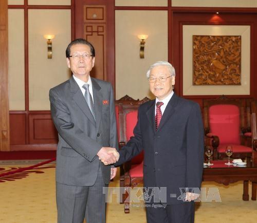 越共中央总书记阮富仲会见朝鲜劳动党高级代表团 hinh anh 1