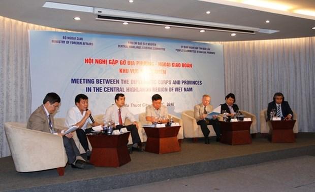 越南西原地区各地方与越南外交使团举行见面会 hinh anh 1