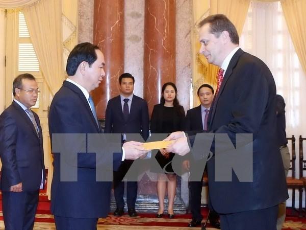 越南国家主席陈大光会见前来递交国书的各国新任驻越大使 hinh anh 6