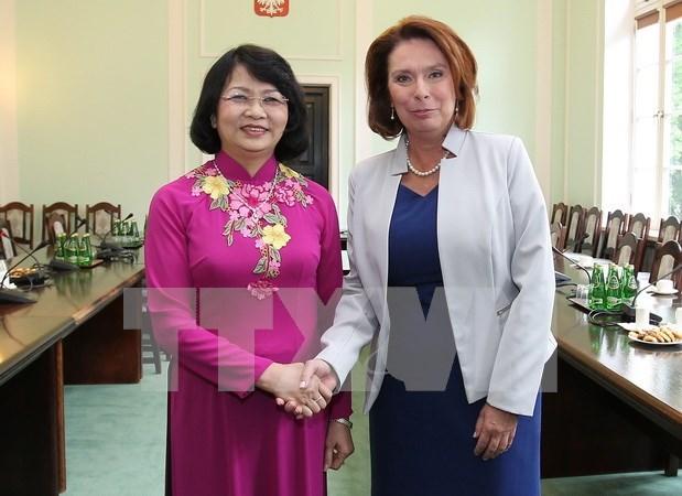越南国家副主席邓氏玉盛会见波兰众议院副议长 hinh anh 1