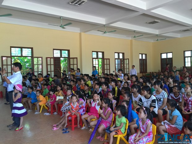 2016年清化省努力为儿童打造有益有趣的暑假 hinh anh 1